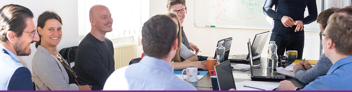 Verkkolaskudirektiivin ja verkkolaskulain soveltamiseen liittyvät haasteet.